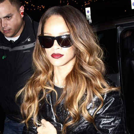 rihanna-london-fashion-week-ombre-red-lipstick