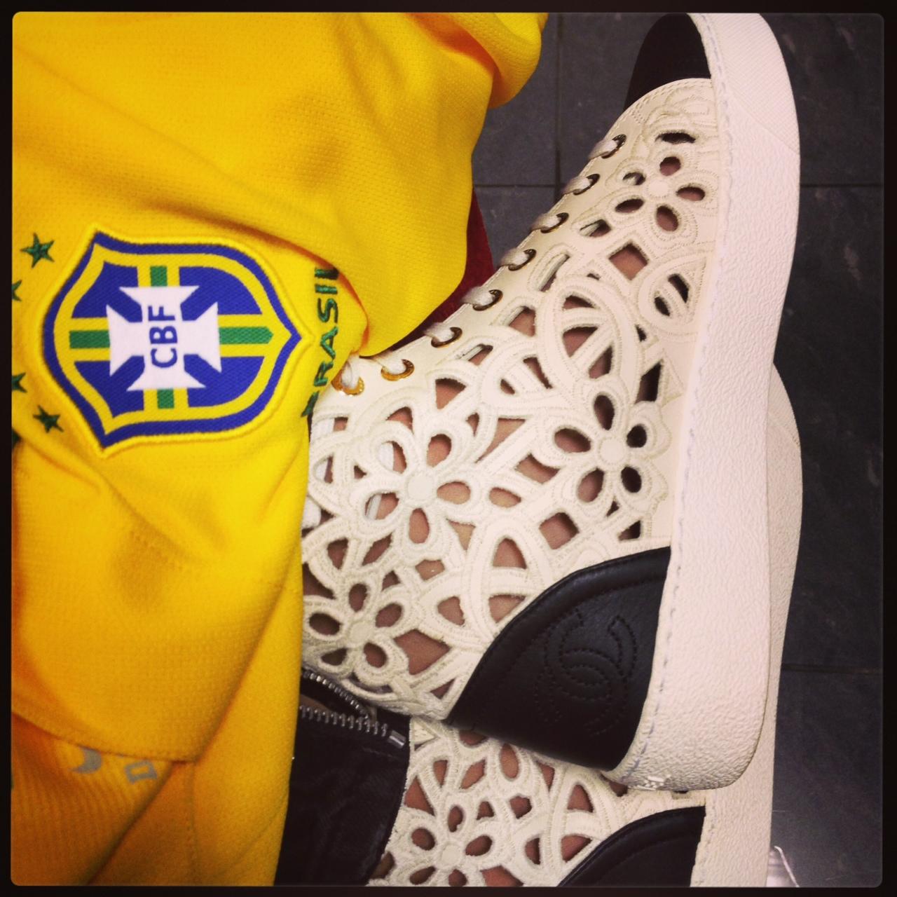 Meu tênis Chanel pronto para ser estreiado haha