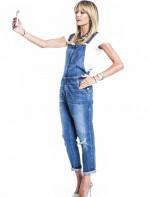 - macacão jeans Current Elliott       - pulseiras pratas camila klein       - Colar Lanvin e Hector Albertazzi          - relógio Jaeger Le Coultre       - scarpin notas Miu Miu       - anel Lool por HB