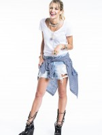 - short jeans Daslu         - camisa quadriculada Rag e Bone         - bota Chanel         - colar Chanel          - pulseiras pratas camila klein          - bracelete Hermés