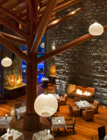 Para uma boa hospedagem tem o Tambo del Inka Resort & Spa em Urubamba, tem uma localização privilegiada no Vale Sagrado dos Incas, ele é o único hotel em Urubamba com uma estação de trem particular para Machu Picchu.