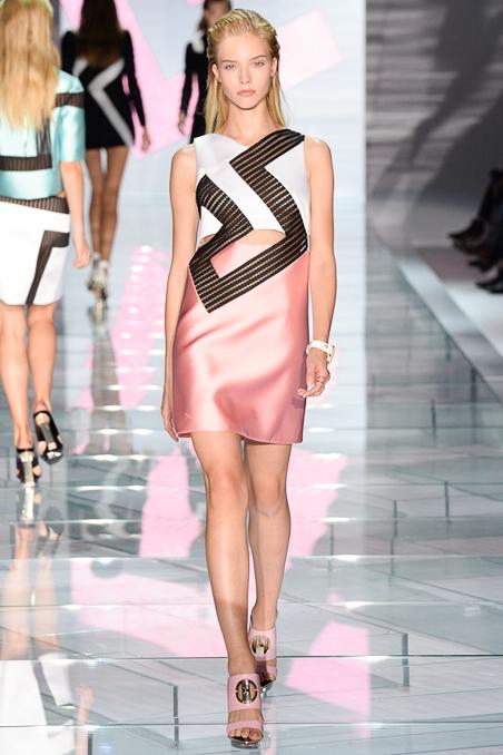 5d59a0730 Versace Spring 2015 Ready-to-Wear - Helena Bordon