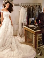 Clicada por Annie Leibovitz, Oscar com sua última criação, o vestido de noiva de Amal Alamuddin