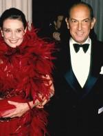 De La Renta com Audrey Hepburn no CFDA Awards de 1988