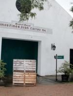 Poucas capitais no mundo têm vinhedos tão próximos da cidade quanto Montevidéu. A região de Canelones fica a meia hora, uma hora no máximo, dependendo do endereço, das Ramblas. E algumas bodegas como a Carrau são em Montevidéu mesmo, dentro do perímetro urbano.