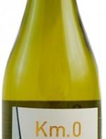 Ainda assim, mantém o cuidado artesanal no preparo de vinhos especiais. Como o Chardonnnay Km.0 Rio de la Plata. Um branco ultra elegante, com frutas muito delicadas e mineralidade no nariz e na boca