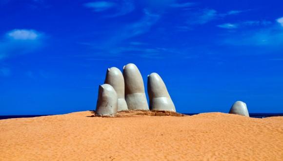 punta-del-este-monumento-al-ahogado-830x474