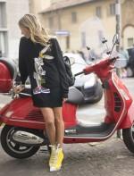 Helena Bordon nas ruas de Milão