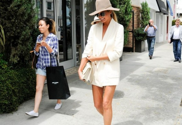 Chrissy+Teigen+legs+go+stroll+Beverly+Hills+C3PlpzP9kH5l