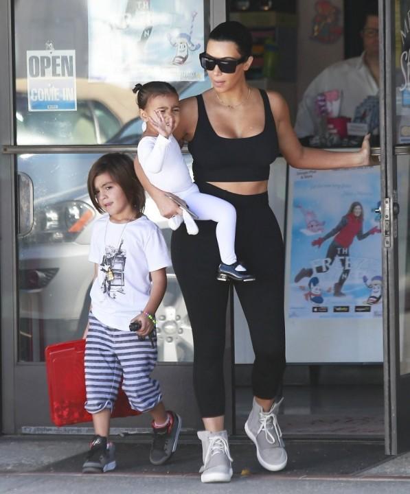 kim-kardashian-adidas-yeezy-boost-1