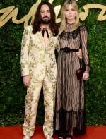 Alessandro Michele e Georgia May Jagger ambos de Gucci.