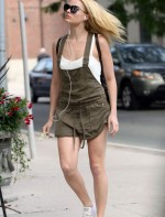 margot-robbie-street-style-out-in-toronto-canada-june-2015_3