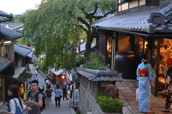 Resultado de imagem para ladeiras Ninenzaka  kyoto