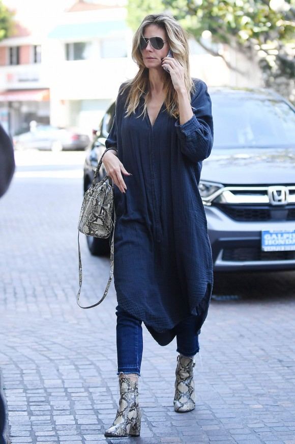heidi-klum-casual-style-on-her-way-into-a-beverly-hills-beauty-salon-2-25-2017-1