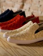 Slippers disponíveis nas cores Vermelho e Preto